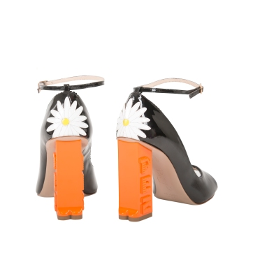 https://camillaelphick.com/collections/all/products/pez-heels-daisy?variant=12095972409412